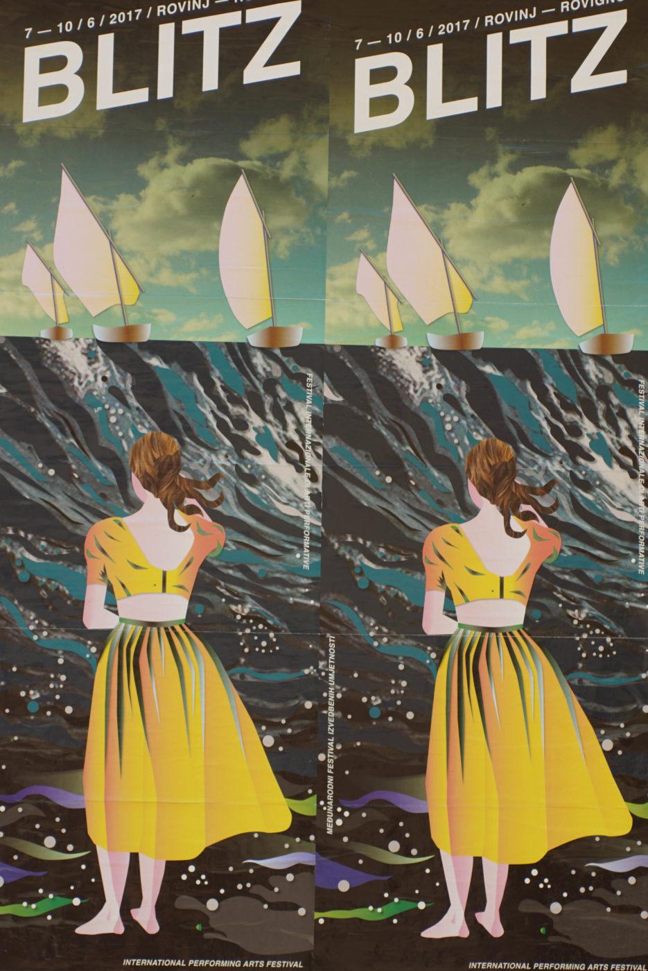 Es ist ein Plakat für ein kunstfestival zusehen. Auf ihm steht ein Frau im gelben Kleid und blickt auf eine Welle. Auf dieser sind drei Segelboote zu sehen.Das ganze Plakat ist durch Designe minimalisiert