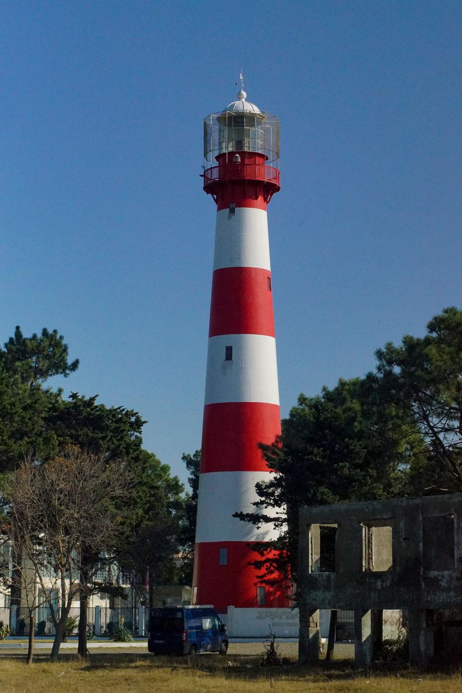 Zu sehen ist der rot weiße Leuchtturm vom Potti.an seinem Fuß steht unser Auto wo wir auch übernachtet haben.