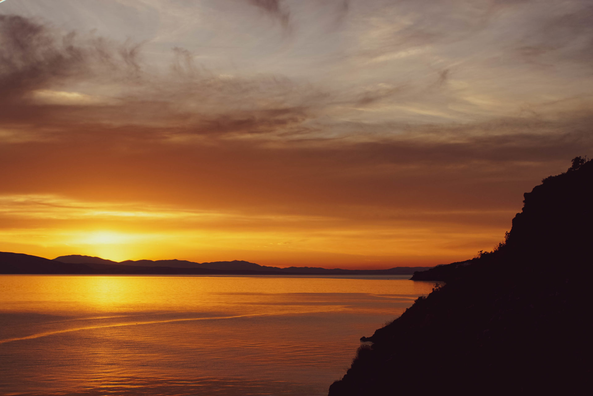 Traumhafter Sonnenuntergang vor der Küste der Insel Krk.
